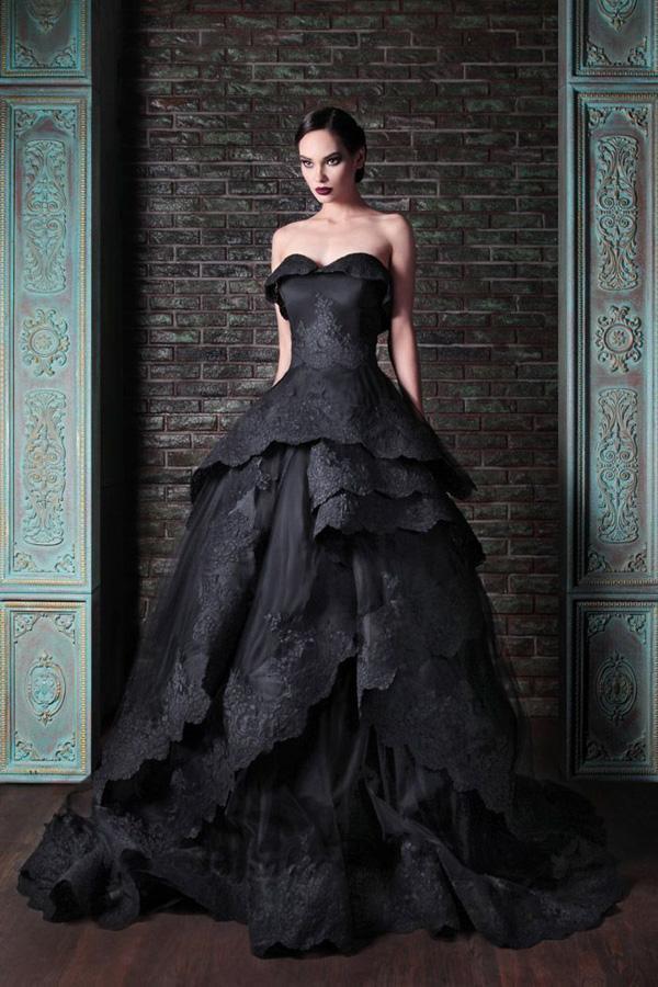不一样的重金属色的婚纱礼服